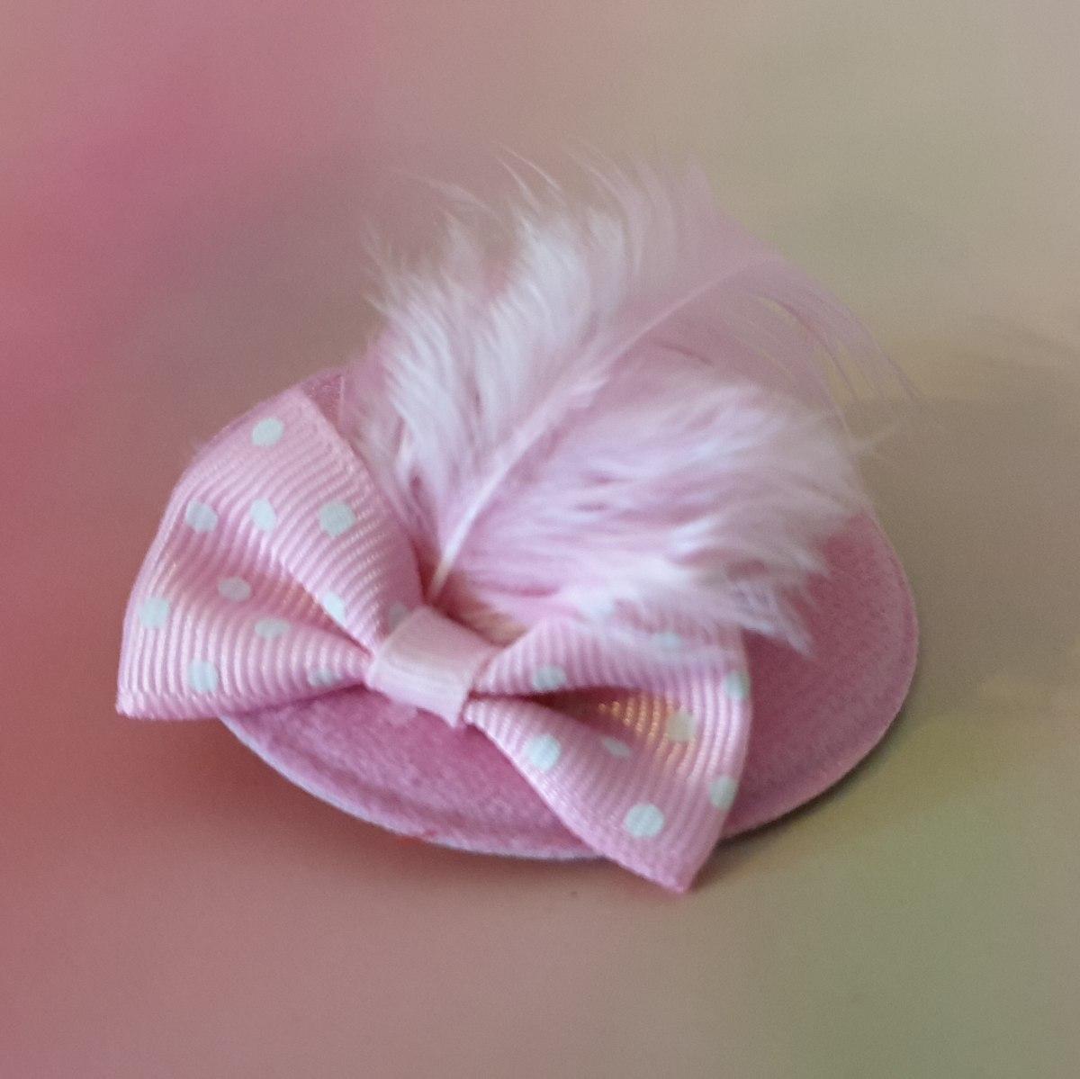 סיכת כובע ורוד בהיר