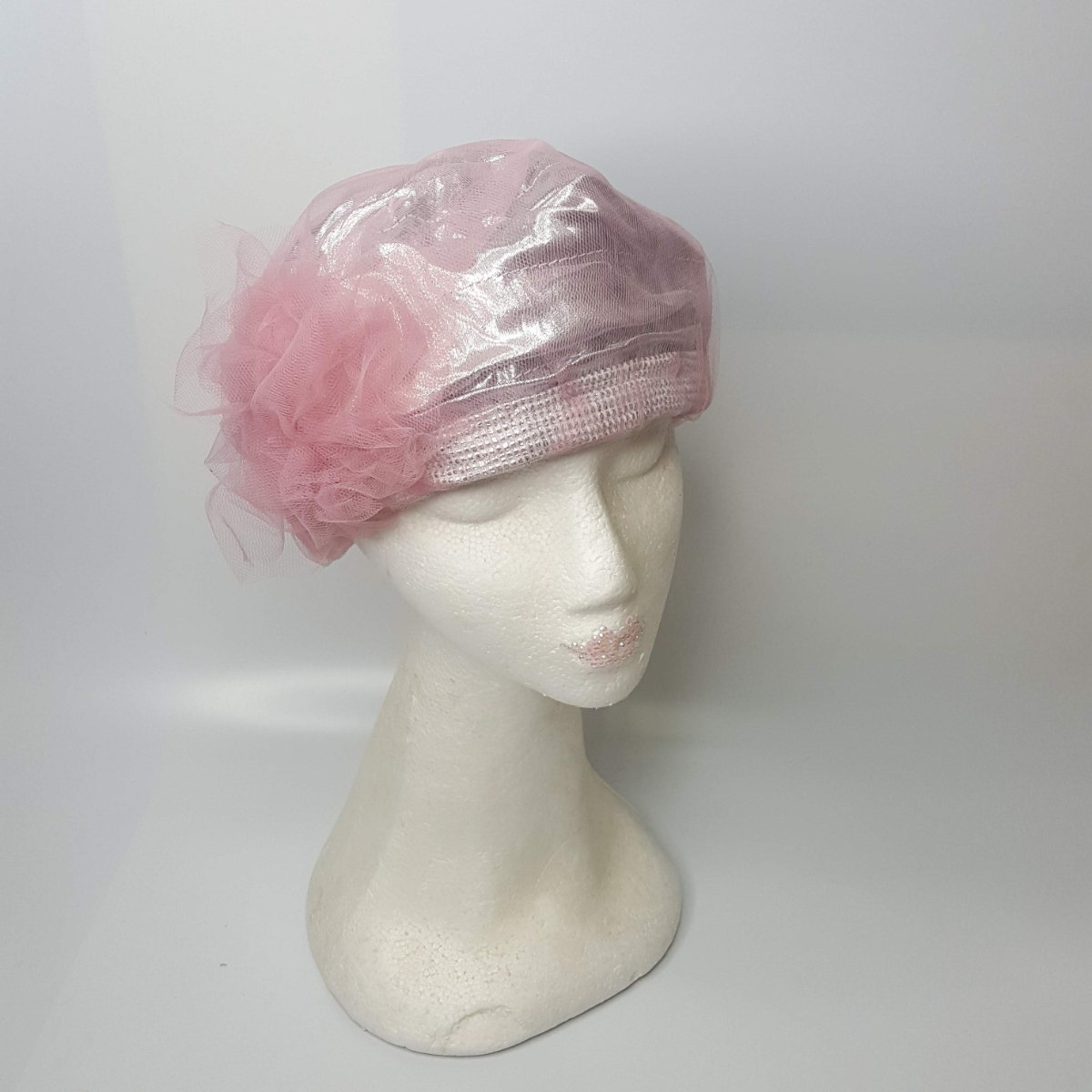 כובע מעוצב אלגנטי ורוד כסוף
