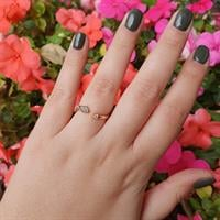 טבעת זהב פתוחה מעוין עם יהלומים