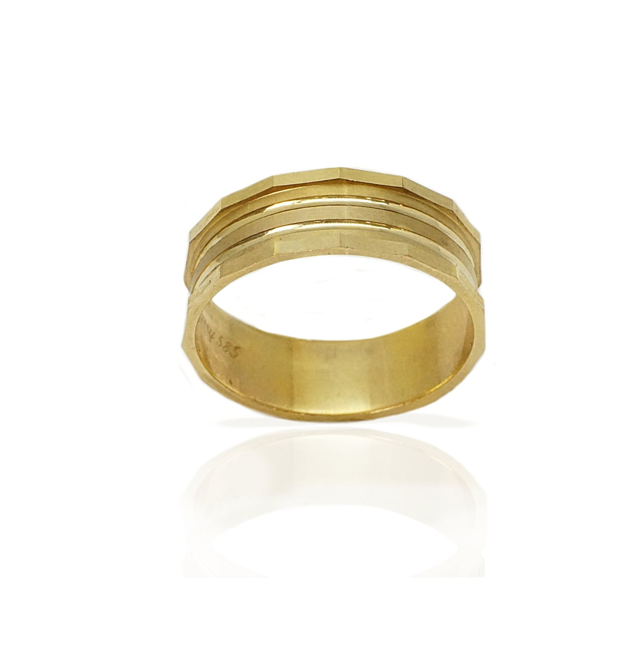 טבעת נישואין בשילובי טקסטורות מאט מוטות ופסים מבריקים- דגם M158