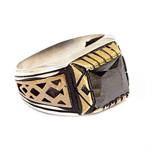 טבעת כסף לגבר משובצת אבן ספינל שחורה עם עיטורים של ציפוי מוזהב בצדדים RG9904