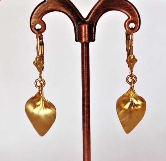 Leaf Golden dangle earrings