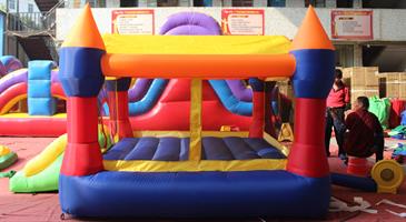 מתקן קפיצה מתנפח מוצל (עם הצללה)  טירת הנסיכים - D3627 - Princes castle מבית Jumpy Jump העולמית