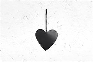 לב שטוח ממתכת - שחור (גודל L)