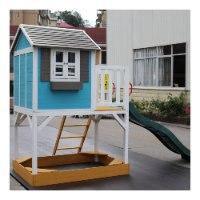 בית עץ לחצר עשוי מעץ אורן איכותי בצבעי עץ, לבן ותכלת עם מגלשה ומרפסת