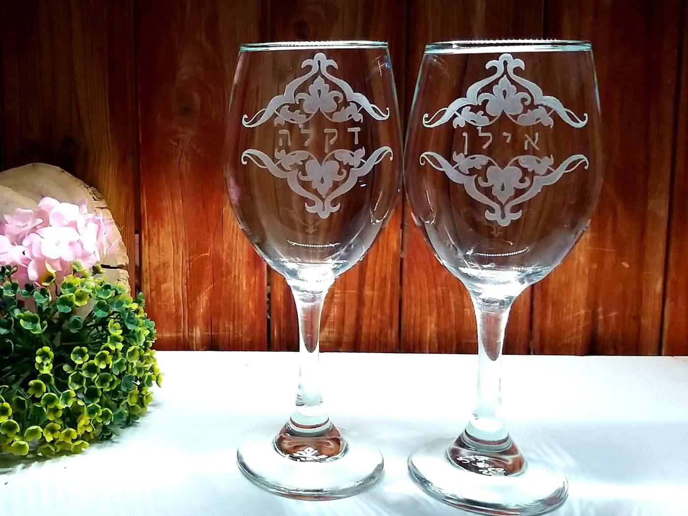 כוסות יין אישיות ומעוטרות
