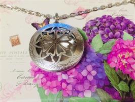 """שרשרת בושם """"פרח הלבבות"""""""