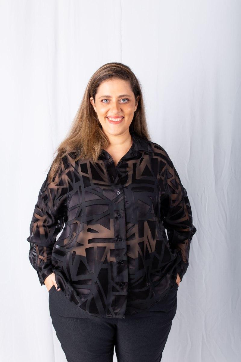 חולצת מיילי שחור חיתוכי לייזר