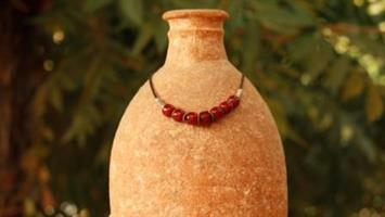 שרשרת קדם 3- שרשרת עור, חרוזי קרנליאן עתיקים בצבע אדום-כתום וחרוזי כסף