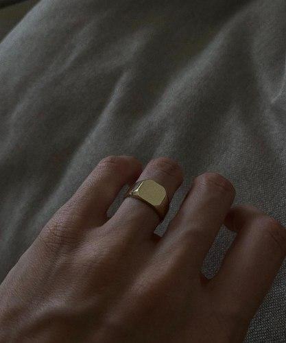 טבעת חותם מייקי זהב 14 קראט