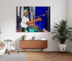 ציור ממוסגר - אשה ניגרית אורגת בד