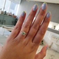 טבעת זהב מרובעת עם אבן חן ויהלומים לבנים