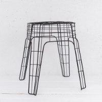 שולחן צד / כיסא שרפרף שחור עשוי חוטי ברזל