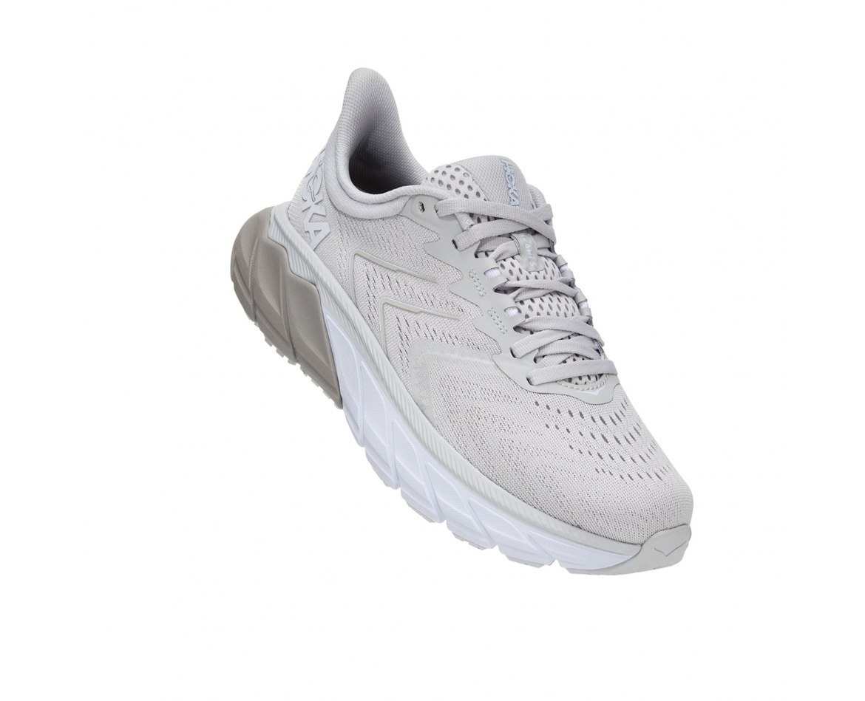 נעלי ריצה לנשים HOKA ARAHI 5 בצבע אפור בהיר