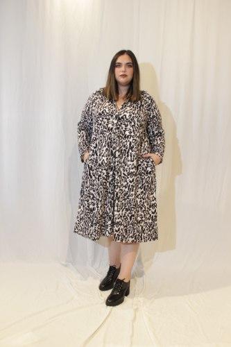 שמלת ניו יורק מנומרת קרם