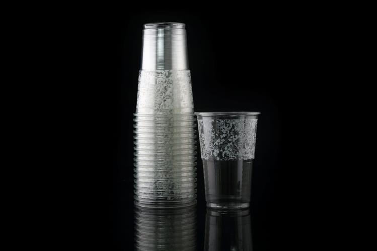 כוס שקופה גדולה עם עיטורים