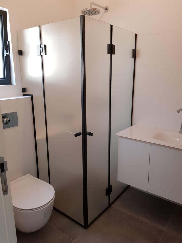 מקלחון פינתי ונציה
