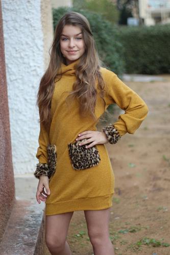 שמלת סריג בשילוב כיס פרווה