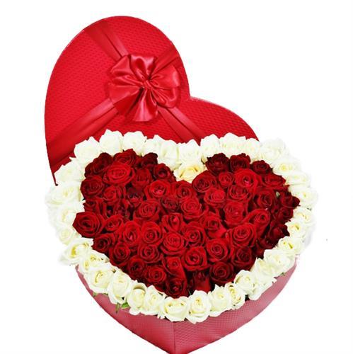 קופסאת לב ענקית עם 51 ורדים מקט 0104