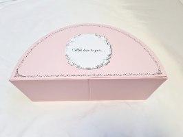 קופסא  חצי עיגול  נפתחת בגוון ורוד - גדול