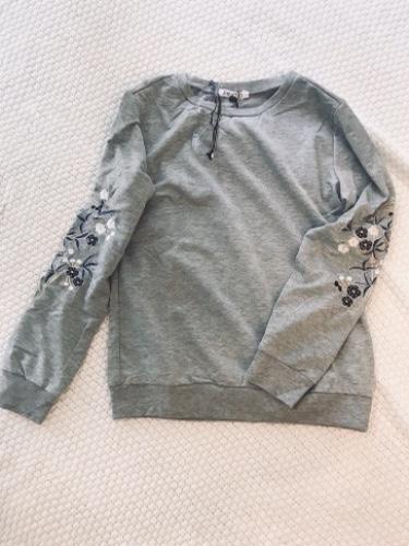 חולצת רוז רקמה אפורה