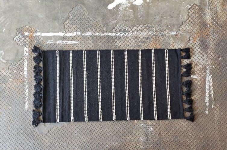 שטיח כותנה דק - שחור עם פסים לבנים