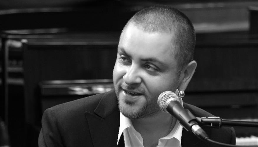 ארקדי דוכין בהופעה בכוכב יאיר-צור יגאל
