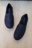 נעלי תחרה שחורות