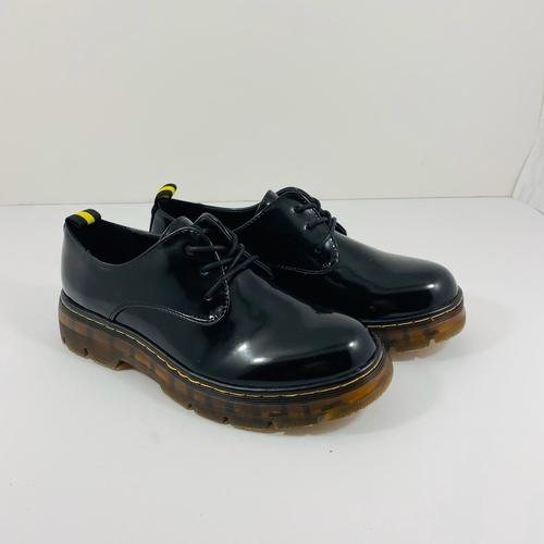 נעל YOUNG בצבע שחור לק