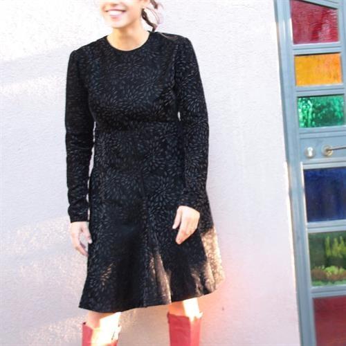 שמלת קטיפה אורך ברך שרוול ארוך מידה S/M