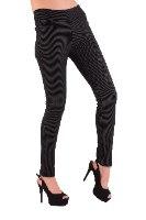 מכנס צמוד ללא רוכסן וללא כפתור בצבע שחור פסים קדמי