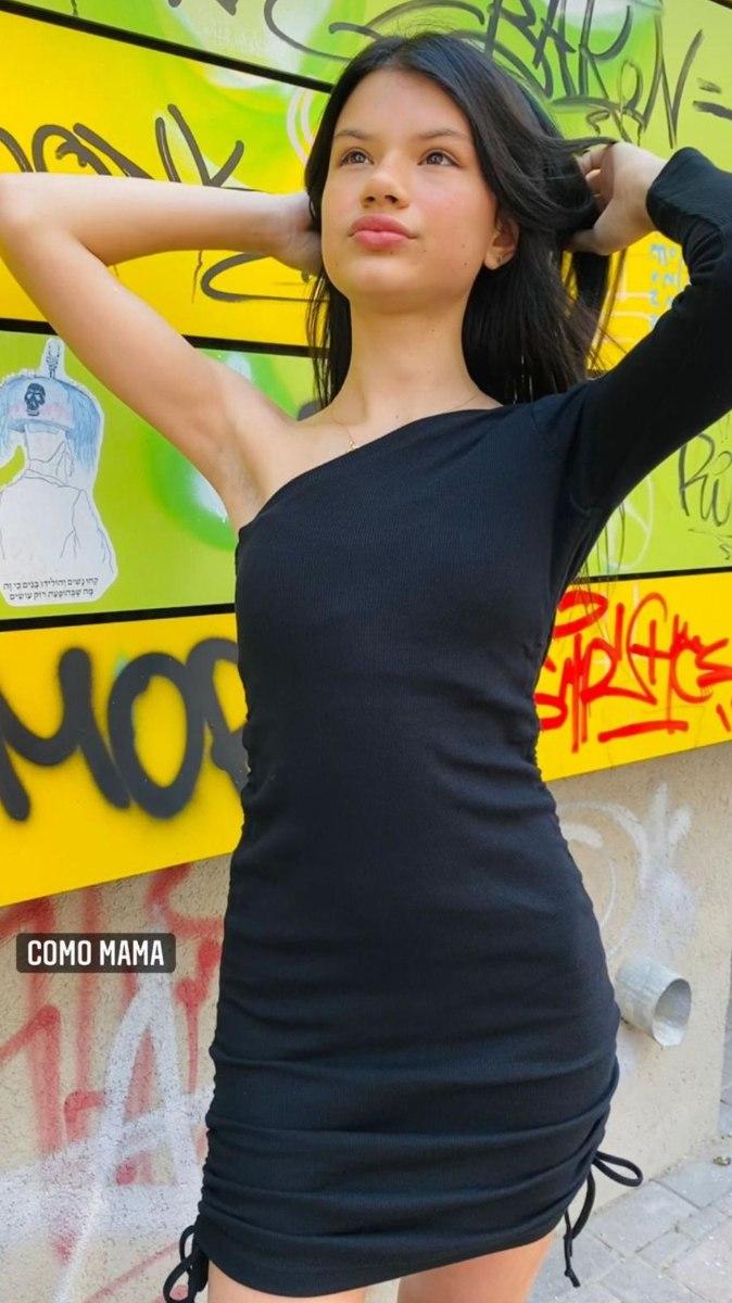 שמלת כף אחת שחורה