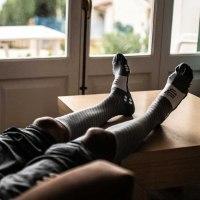 זוג גרביים מלאים לרכיבה ולריצה דגם 2021 צבע **אפור** דגם RECOVERY