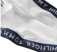 Tommy Hilfiger טישרט לבנה לוגו ביד מידות 6 חודשים עד 16 שנים