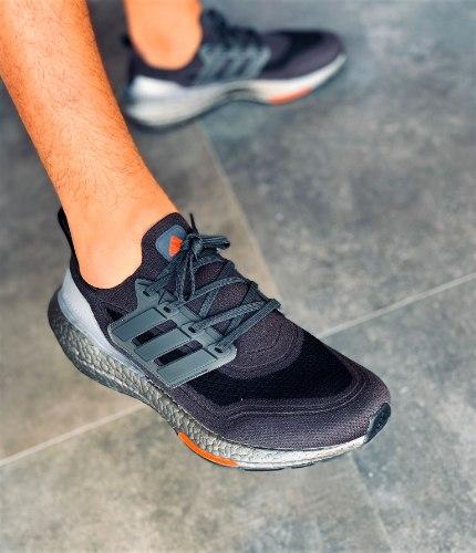 נעלי גברים ADIDAS ULTRA BOOST 21 שחור/אפור
