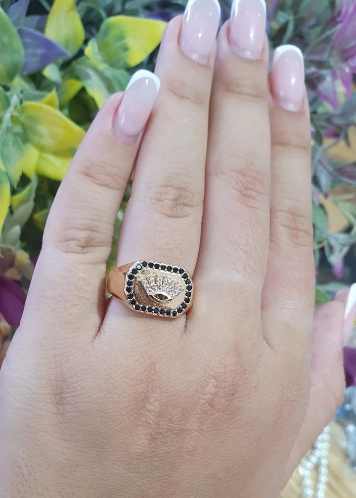 טבעת מאיה מרובעת משובצת עם עין