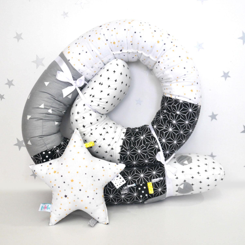 כרית כוכב שחור-לבן