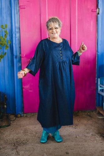 שמלה מדגם דניאלה בצבע ג׳ינס כהה