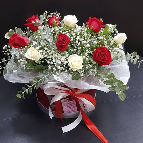 ורדים בקופסא love מקט 0111