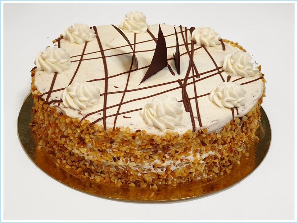 עוגת שכבות שוקולד וקצפת חגיגית - מוצר לפסח (קטניות)