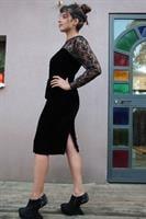 שמלת ערב וינטג' בגזרת עפרון קטיפה שחורה ותחרה מידה S