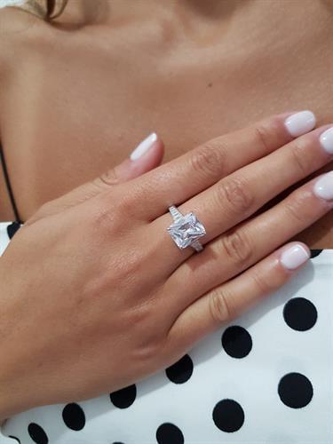טבעת באגט זירקון גדול