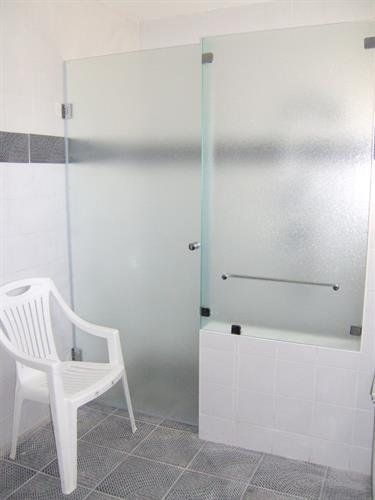 חזית קבוע +דלת על קיר