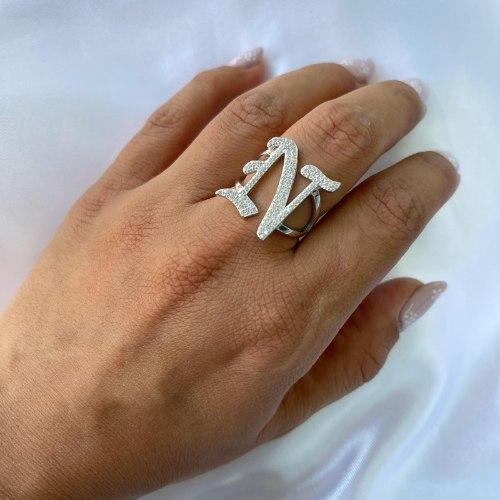 טבעת אות גותית משובצת - כסף 925