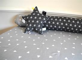 משטח החתלה לשידה+נחשושון שחור-לבן