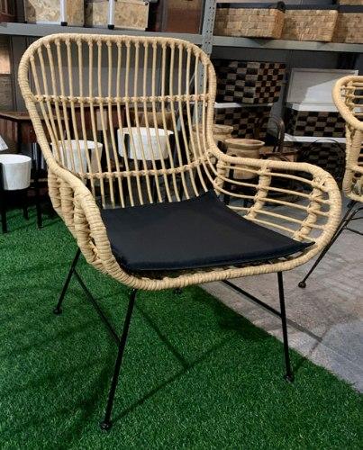 כסא עשוי במבוק רגלים מתכת + כרית ישיבה