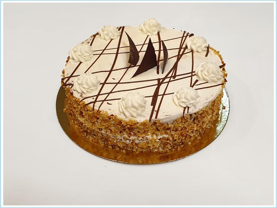 עוגת שכבות שוקולד וקצפת חגיגית - ללא קמח חיטה