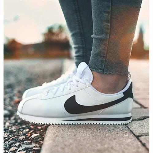 נעלי נשים נייק קורטז צבע לבן/שחור דגם 904764 - 102