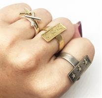 טבעת כוכבים פס זהב
