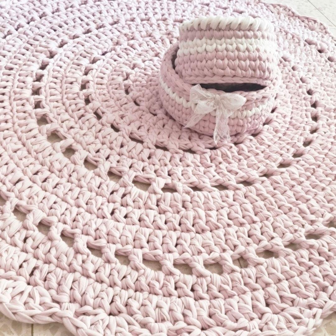 שטיח ורוד לחדר של בת, שטיח סרוג ורוד דוגמת תחרה, שטיח עגול דוגמת וינטרג', שטיח ורוד לחדר של תינוקת,שטיח עגול סרוג בחוטי טריקו,